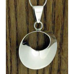 Ondulada Polished Circle Silver Pendant
